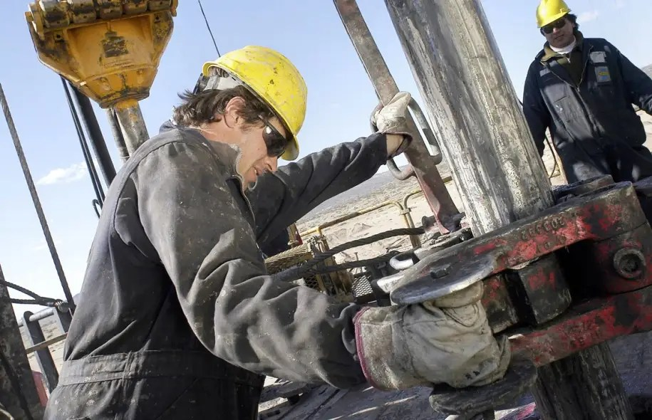 Selon l'Agence américaine d'information sur l'énergie, les ressources de gaz de schiste techniquement récupérables à Vaca Muerta seraient de plus de 300 billions de pieds cubes, plaçant l'Argentine au deuxième rang mondial après la Chine.