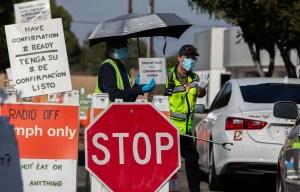 Les nouveaux vaccins suscitent l'espoir, mais les restrictions demeurent