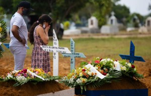 La barre des 2millions de morts de la COVID-19 dans le monde a été dépassée, selon les chiffres de l'université Johns Hopkins, référence en la matière.