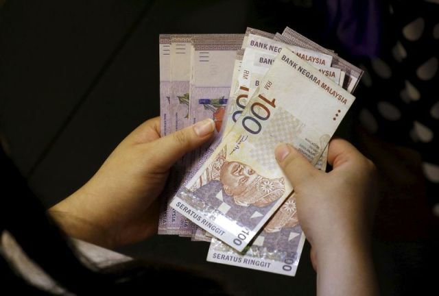 A minimum of RM4 billion should go to the Ministry of Health (MoH), RM30 billion in financial grants and subsidies for the economic sector, RM6 billion in work hiring incentives and RM5 billion for households. — Reuters pic