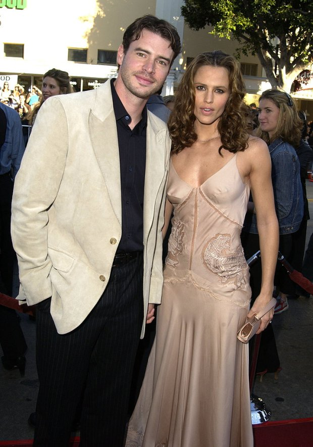 Scott Foley and Jennifer Garner met on the set of Felicity in 1998 and were married in October 2000. Jennifer filed for divorce in May 2003 and went on to date Alias costar Michael Vartan before meeting Ben Affleck in 2004.<br /><br />