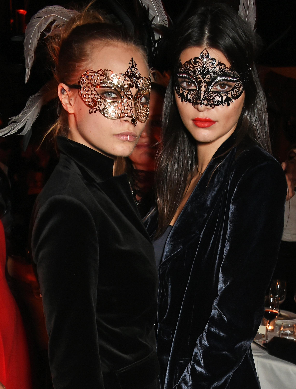 Kendall Jenner e Cara Delevingne vanno sexy per una notte fuori