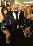 Le stelle sono adatte a su e colpiscono la fase per rendere omaggio a Frank Sinatra
