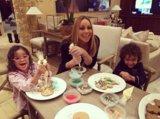 Mariah Carey gode di una vacanza del paese delle meraviglie dellinverno con il suoi ragazzo e gemelli