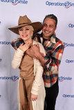 Taylor Kinney inonda signora Gaga With Sweet PDA ad un vantaggio della carità