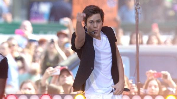Teen sensation Austin Mahone gets TODAY plaza fans dancing