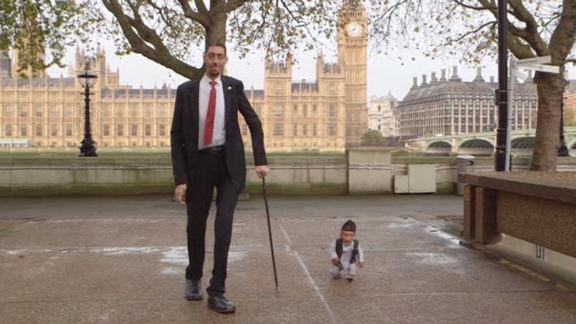 World S Tallest And Shortest Men Meet In London