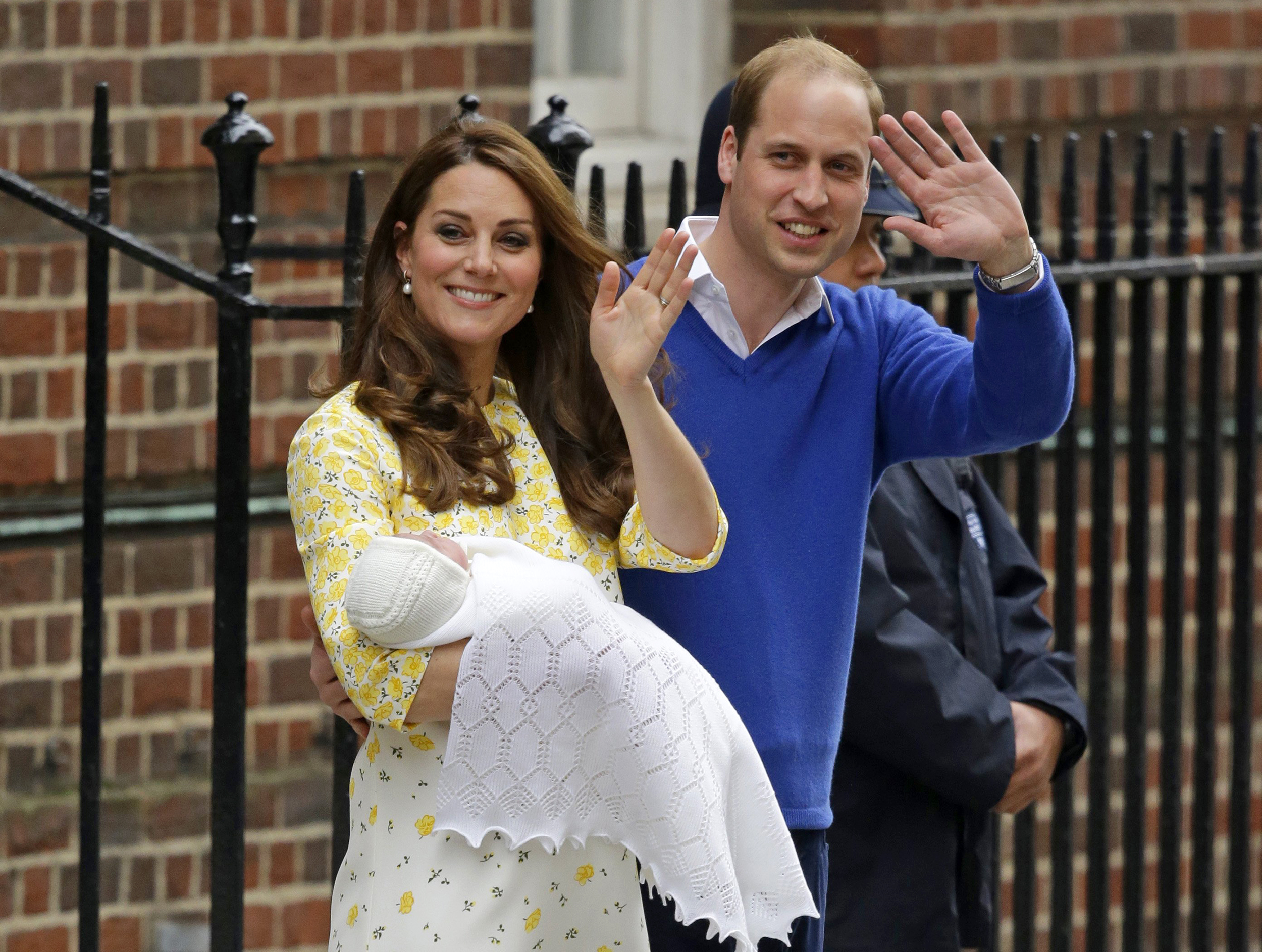 Wiliam and Kate With Baby Daughter Leaving Hospital