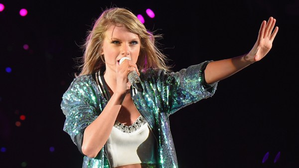 Taylor Swift fan grabs her leg on stage — watch the scary ...