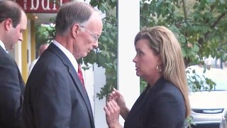 Image: Alabama Governor Robert Bentley speaks with former aide Rebekah Mason.