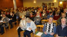 Medlemmar samlas inför årsmötet