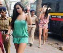 Mumbai Cops raid lodges and hotels, handpicked Couples, accused of 'public indecency'