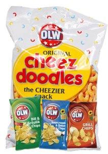 Vi firar barnens dag på Cajutan i Bangkok med OLW ostbågar och chips.