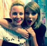 Elizabeth Banks ha parole premurose per Taylor rapido sui media sociali