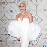 Signora Gaga Goes Topless promuovere il prima della storia americana di orrore: Hotel