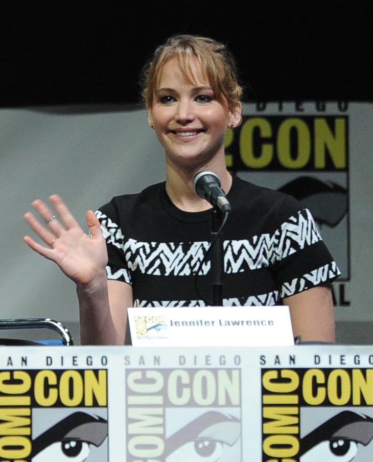 Jennifer Lawrence la fa guardare come nessun tempo è passato a tutto anche se è stato di 8 anni!