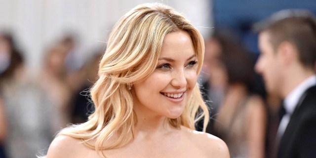 kate hudson shows off a new bob hairstyle on 'ellen'