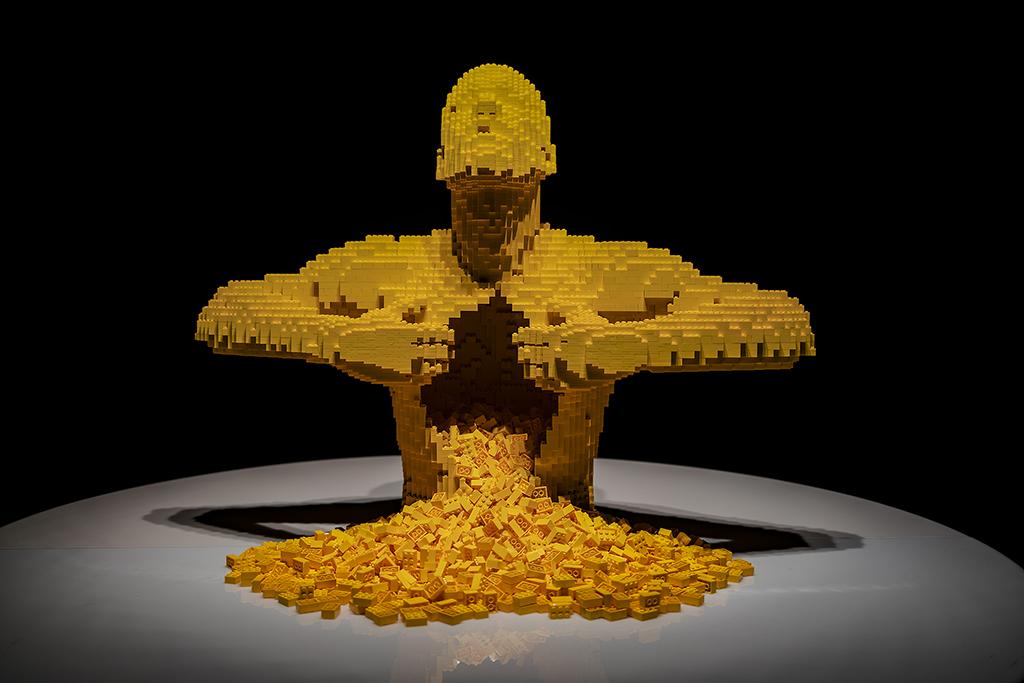 Även legomannen behöver armstyrka för att visa upp sitt inre