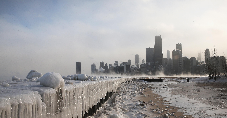 https://i1.wp.com/media4.onsugar.com/files/2014/02/05/856/n/1922398/790c5800ebbc9879_461021087_10.jpg.191ratio/i/Chicago-IL-ice-built-up-along-shores-Lake-Michigan-after.jpg