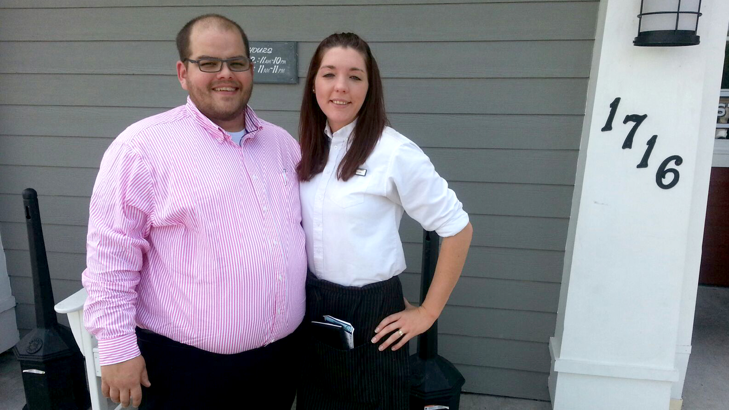 Red Lobster Staffers Pick Up Widow S Check On Her Wedding