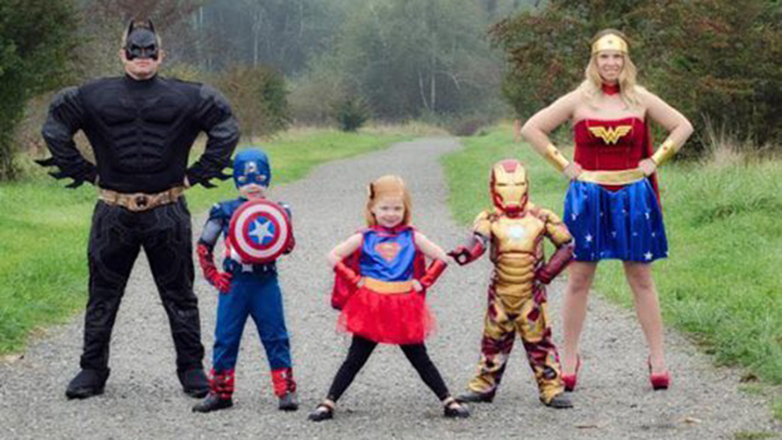 Gather up the gang for these incredible family halloween costume ideas, which are easy to recreate yourself. 19 Of The Cutest Family Theme Costumes For Halloween
