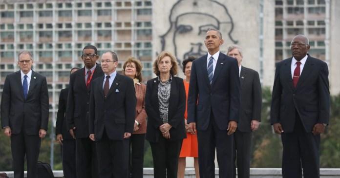 Image result for obama speaks under statue of che