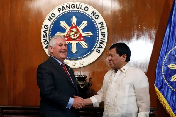 Image: Duterte shakes hands with Tillerson during a meeting at the presidential palace in Manila