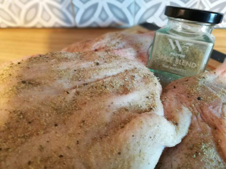 """Gni anda godt inn med salt og ønsket krydderblanding. Her har jeg brukt """"The Harvest"""" fra Wild Fire Foods, som gir en fantastisk smak."""
