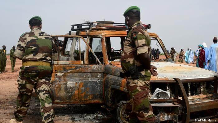 Terrorisme : Macron confirme que «Dakar» est une cible des djihadistes, Macky Sall va allouer un milliard au G5