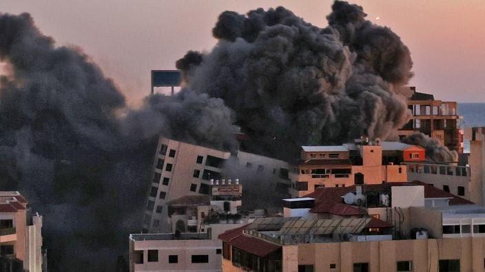 Bande de  Gaza : destruction d'un immeuble d'une dizaine d'étages dans une frappe israélienne