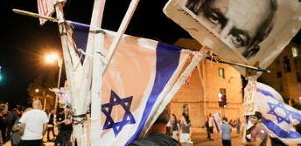 Israël : des milliers de personnes fêtent la chute de Netanyahu à Tel-Aviv