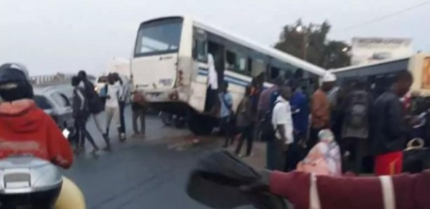 Jaxaay- Keur Massar : un bus Tata écrase deux hommes et finit sa course dans la maison de l'imam