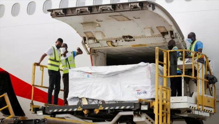 Covid-19 : le Sénégal a réceptionné 140160 doses d'AstraZeneca offertes par le Royaume-Uni via l'initiative Covax
