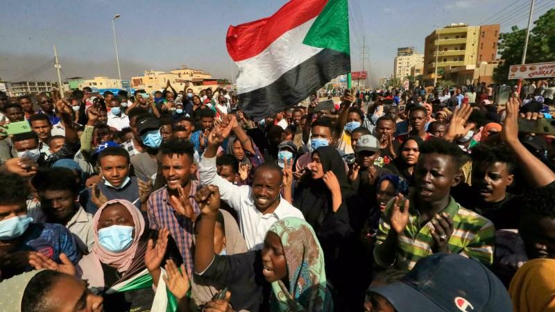 Situation à Soudan : plus de 80 blessés et au moins cinq morts après des tirs « à balles réelles » sur des protestataires devant les quartiers généraux de l'armée ce lundi matin