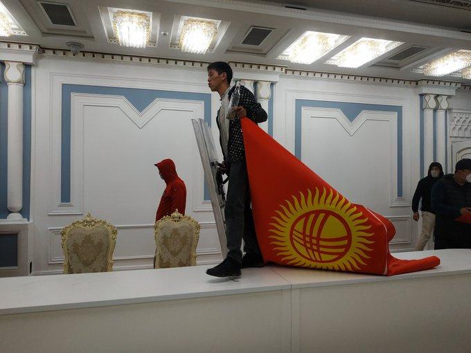 Революционеры в парламенте Киргизии