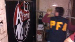 Antena Negra Policía rompe puerta de acceso a estudio