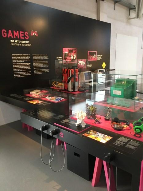 """Bereich """"Games"""" in der Ausstellung """"Das Netz"""""""