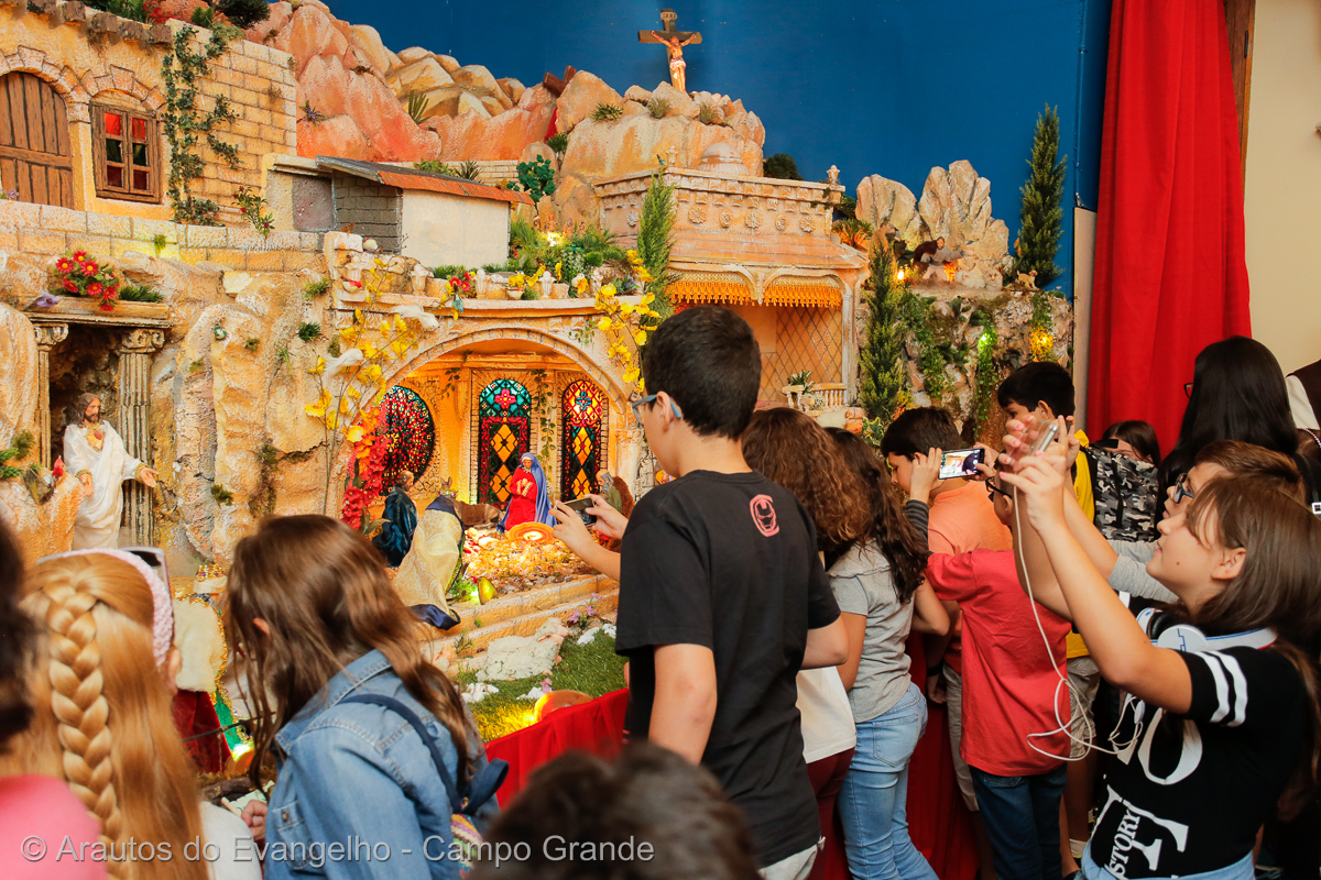 Paróquias visitam o Presépio