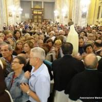 18-19-I fedeli vogliono rendere il loro culto alla Madre di Dio-005