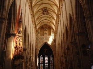 Interior da Igreja visão em direção ao altar