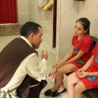 Conversa animada com crianças