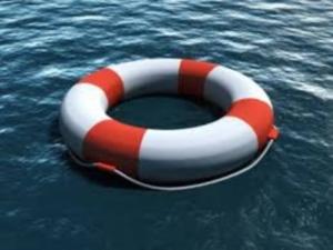 Resultado de imagem para tempestade em alto mar salva vidas
