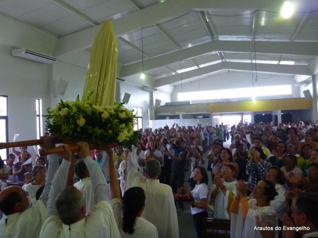 Imagem dos Arautos do Evangelho no VIII Reavivar com Maria, na Paróquia Nossa Senhora das Candeias (Jaboatão dos Guararapes - PE)