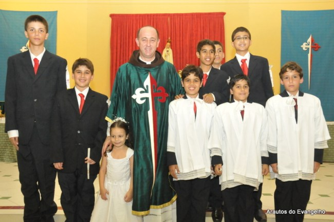 Batismos e Primeiras Comunhões na sede dos Arautos do Evangelho em Recife