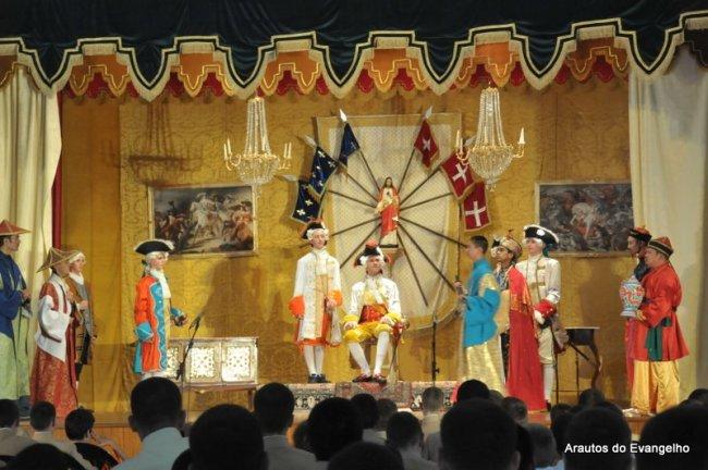 """Teatro """"O rei e o menino"""" - Curso de Férias dos Arautos do Evangelho"""