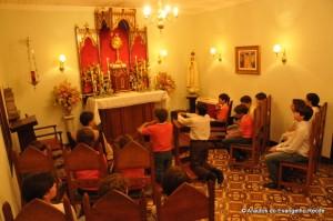 Adoração ao Santíssimo Sacramento na sede dos Arautos do Evangelho em Recife