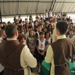 Momento de oração com os alunos do Colégio Evolução
