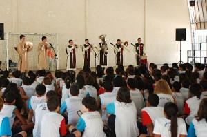 Apresentação dos Arautos do Evangelho na Escola Vila Olímpica