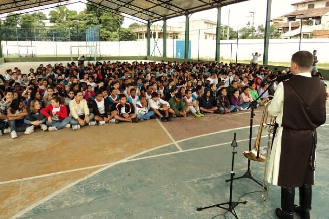 Projeto Futuro e Vida na UMEF Paulo Mares Guia