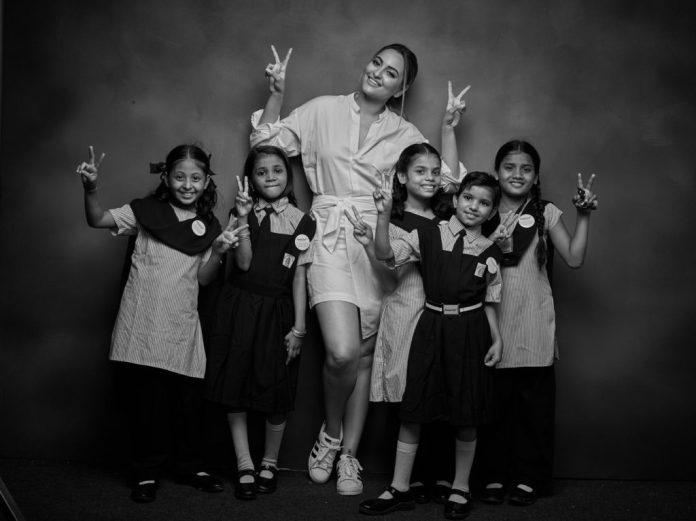 image-Sonakshi-Sinha-with-Nanhi-Kalis-at-proud-fathers-for-daughters-Nanhi-Kali-Mediabrief